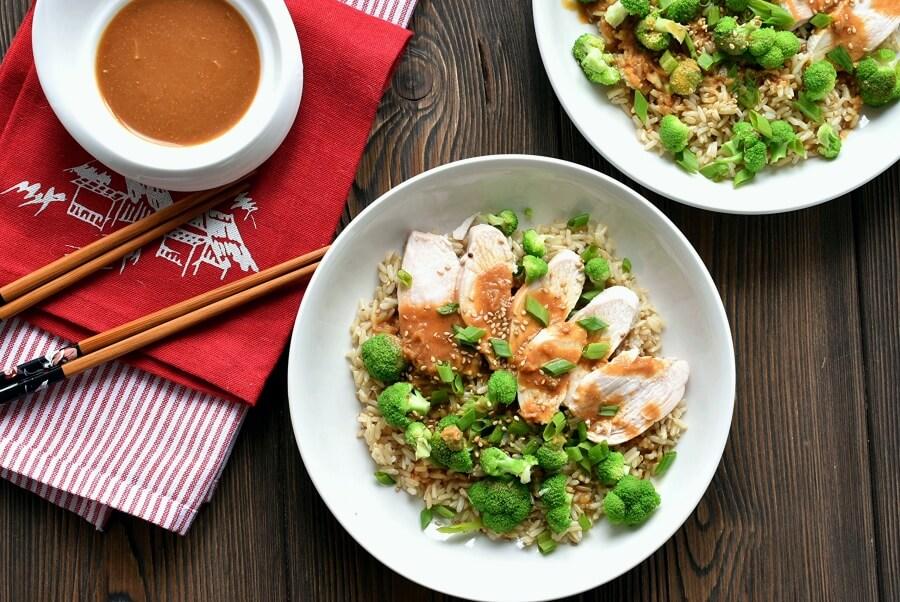 Ensalada de pollo y arroz integral con miso
